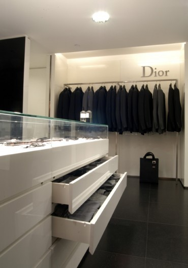 Dior harrods parapan for Door 4 harrods